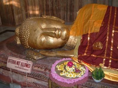 お釈迦様が亡くなった時に、頭を北に顔を西(頭北面西といいます)